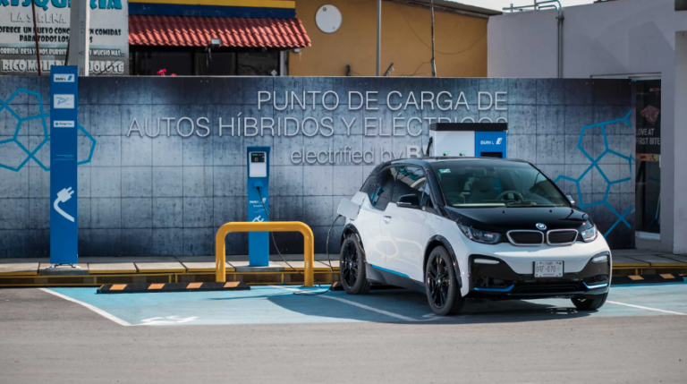 Abre BMW corredor para eléctricos de CDMX a SLP